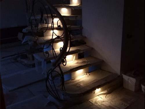 Лестница на второй этаж из бетона
